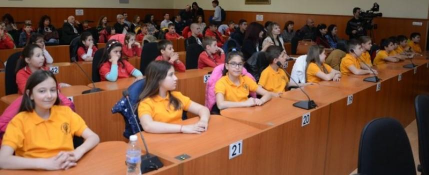 """3  100 ученици преминаха екологично обучение в кампанията """"Рециклиращо предизвикателство"""""""