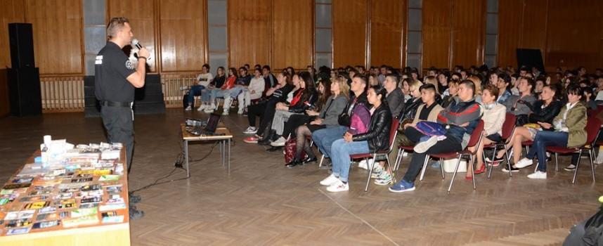Пазарджишки ученици се срещнаха с топ митничаря Стефан Бакалов