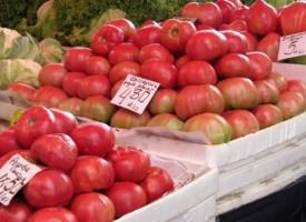 Гмеж на пазара, доматите по пет лева – вървят като нафора