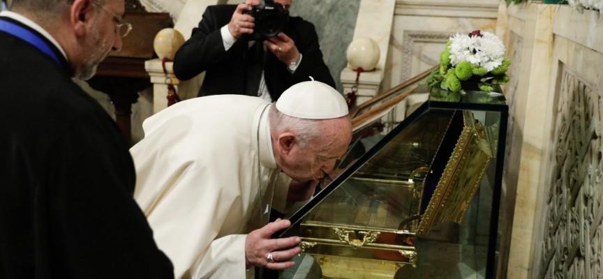 Коментари: Папата показа човещината в действие