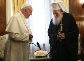 Папа Франциск се срещна с партиарх Неофит