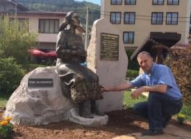 Спас Киричев извая Гюрга Пинджурова, вчера в Трън откриха монумента