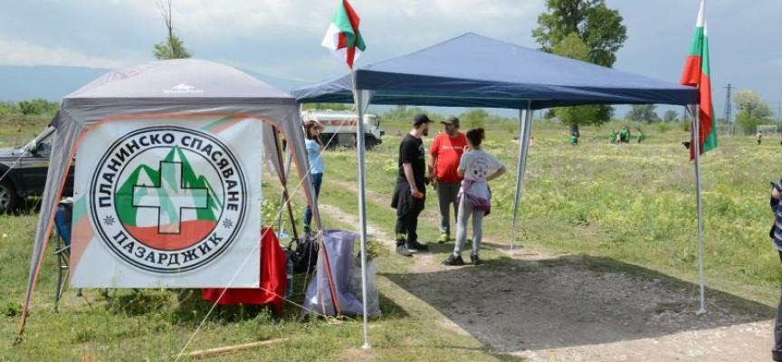 Над сто човека се включиха в деня за залесяване край Писковец, Тодор Попов също
