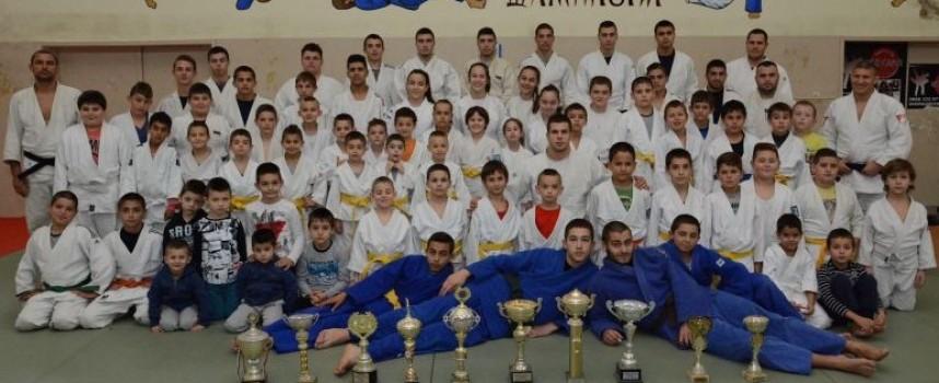 """Джудистите на """"Кодокан"""" и Спортното училище спечелиха силни турнири"""