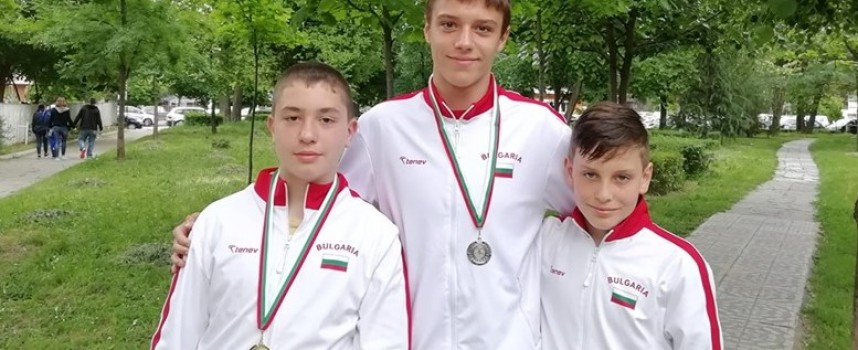 """Плувците на """"Шампион"""" с три медала от турнир """"Младост"""" в Пловдив"""