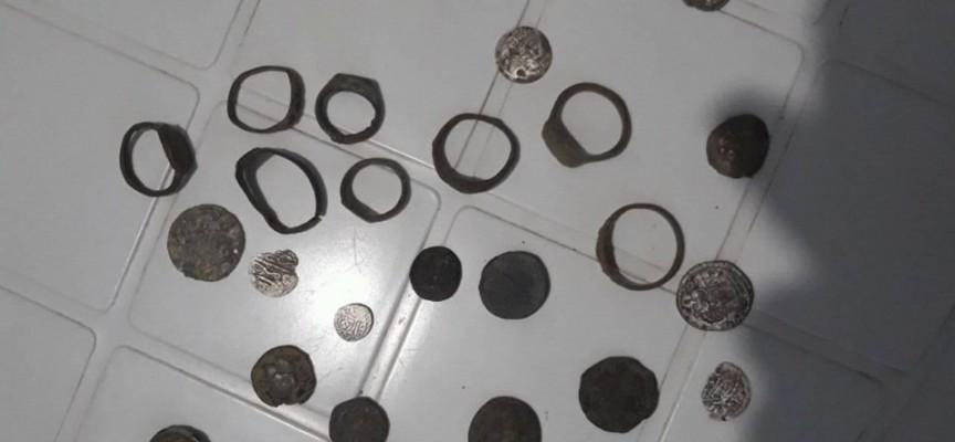 Седем антични пръстена и 18 монети иззе полицията от иманяри
