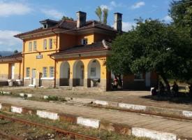 От утре до понеделник: Пръскат с отровни препарати по жп-линията в землището на Стрелча