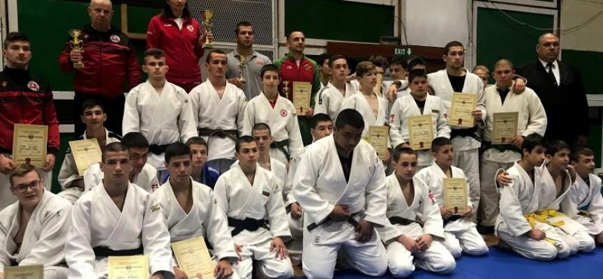 """""""Кодокан"""" влезе в челната тройка на отборите в страната"""