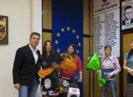 Тодор Попов връчи награди на млади боксьорки и тенисистка от Пазарджик