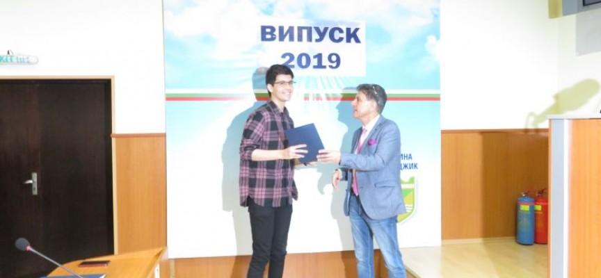 Пламен Тотев с награда от община Пазарджик, още 105 си тръгнаха с отличия