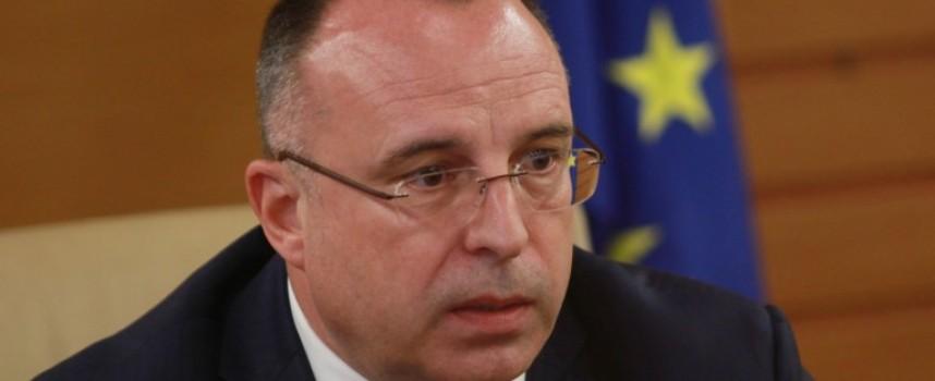 Земеделският министър подаде оставка, Борисов я прие