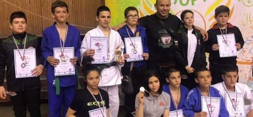 В Перник: Спортното училище прибра почти целия награден фонд от турнир по джудо