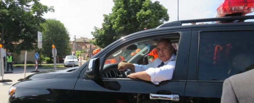 Вижте Тодор Попов в ролята на екскурзовод на Бойко Борисов, Влади Горанов, Томислав Дончев