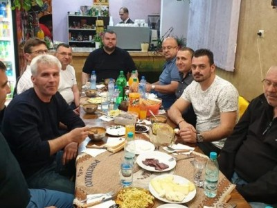 Жителите на Пашови и Света Петка се срещнаха на благотворителна вечеря с Делян Пеевски