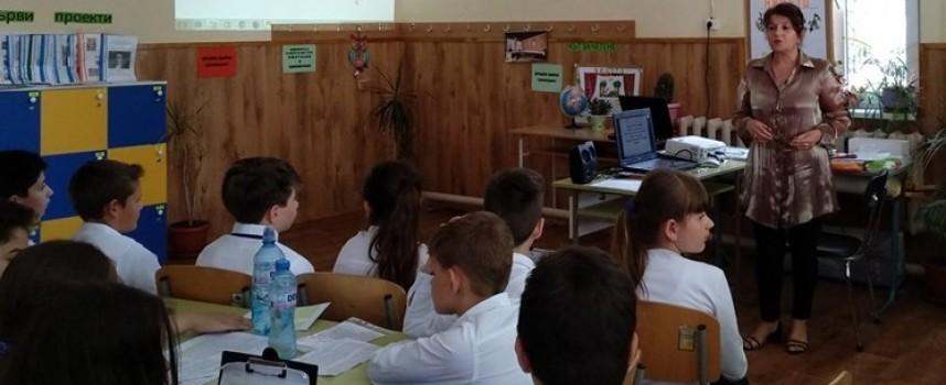Баби, майки и деца в открит урок за България