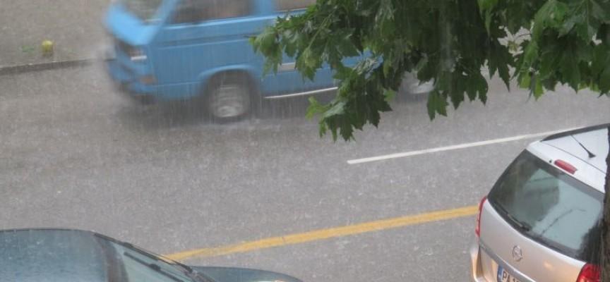 Градушка и проливен дъжд вещаят нов потоп в Пазарджик