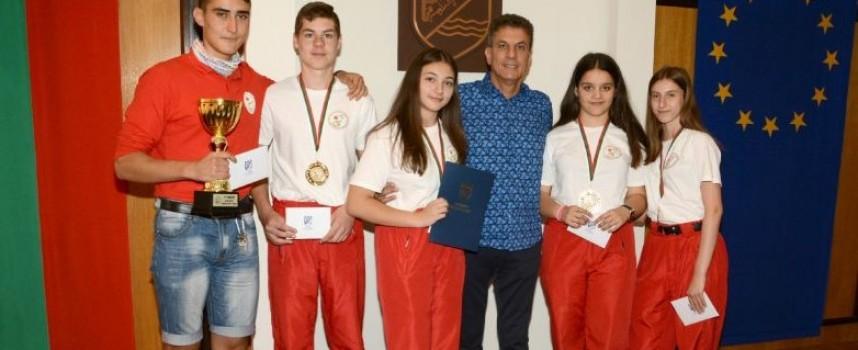 Кметът награди отбора на БМЧК за успеха им в Лозен