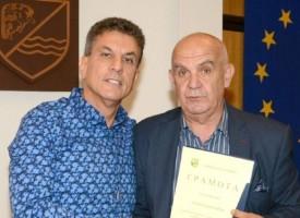 Грамота за успех в турнир по голф получиха Ангел Василев и Георги Манчоров