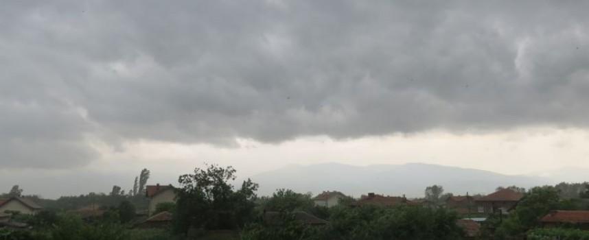Пожарникарите отводняваха мазета в Сърница, Стрелча, Брацигово, вижте още какво стана тази нощ