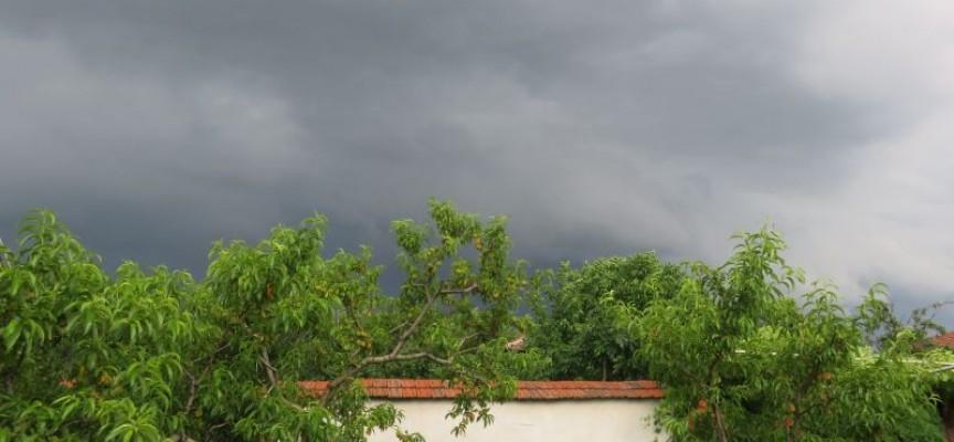 МВР разпореди на кметовете, ЕВН, БЧК и губернатора да вземат превантивни мерки срещу бурята