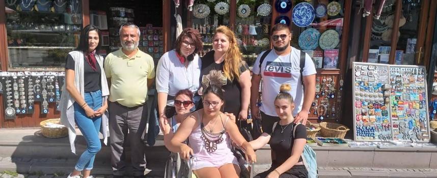 """Възпитаници на """"Химията"""" посетиха Турция по проект на програма """"Еразъм+"""", срещнаха се със социалния министър Орхан Коч"""