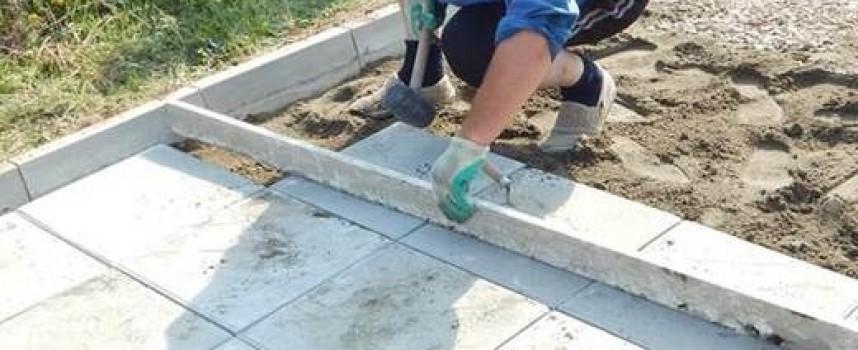Правят нови тротоари в Радилово