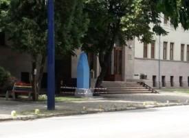 УТРЕ: Откриват паметника на Борис Христов пред съдебната палата