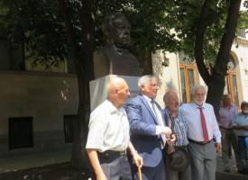 Откриха бюст – паметника на Борис Христов в Пазарджик