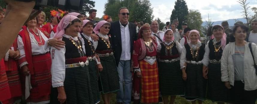 Президент Петър Стоянов дойде на гайдарско надсвирване в Равногор