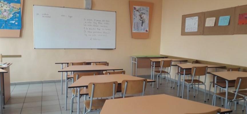 В деня след вота: Учениците и учителите трябва да са в училище, но часове няма да има