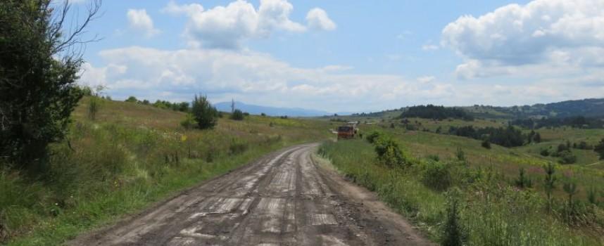 Ремонтът на пътя Равногор – Атолука тече с пълна пара