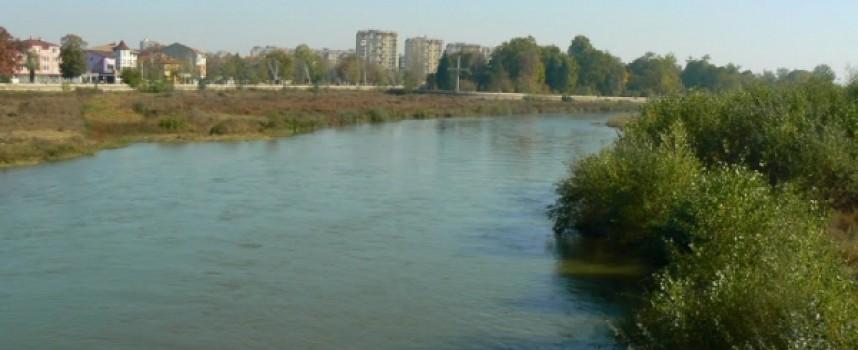 """РИОСВ проверява Марица за наличие на замърсяване с нефтопродукти от """"Каучук"""""""