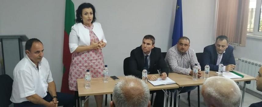 Една седмица отсрочка за собствениците на прасета след срещата с министър Танева