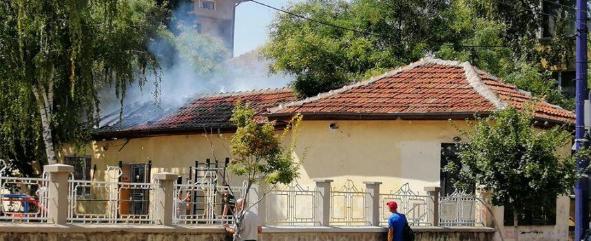 "Пожар вилня и в помощната сграда на училище ""Проф. Иван Батаклиев"""