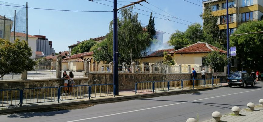 "Вчера: Изгоряха покривите на ""Вайрон"" и помощната сграда на ОУ""Проф. Иван Батаклиев"""