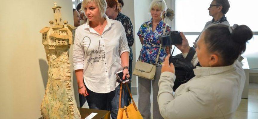 Художниците Маргарита Иванова и Спас Киричев с успешно представяне в Боруйск