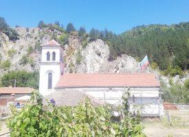 Доброволци върнаха живота на храма в Момина клисура