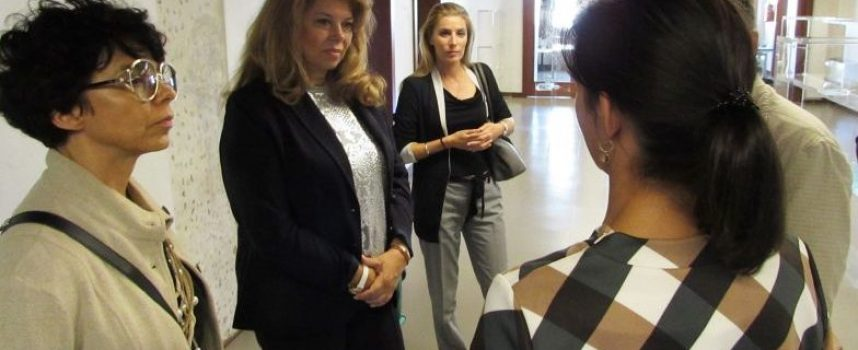Венеция: Вицепрезидент Илияна Йотова посети изложбата на пазарджиклията Лазар Лютаков на 58-ото биенале
