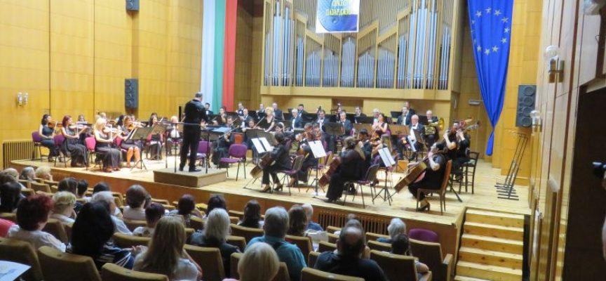 Изпращаме есенния октомври със симфоничен концерт