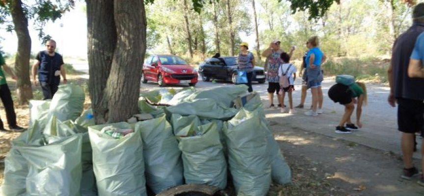 Браво! Над 155 тона отпадъци от 126 замърсени места в област Пазарджик събраха вчера доброволците