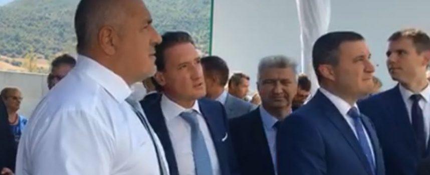 """Пещера: Бойко Борисов поздрави учениците за първия учебен ден, откри новите мощности на """"Биовет"""""""