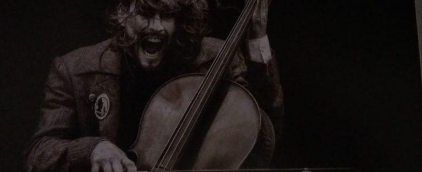 """Иди и виж: Изложбата """"Музика в обектива"""" във фоайето на зала """"Маестро Георги Атанасов"""""""