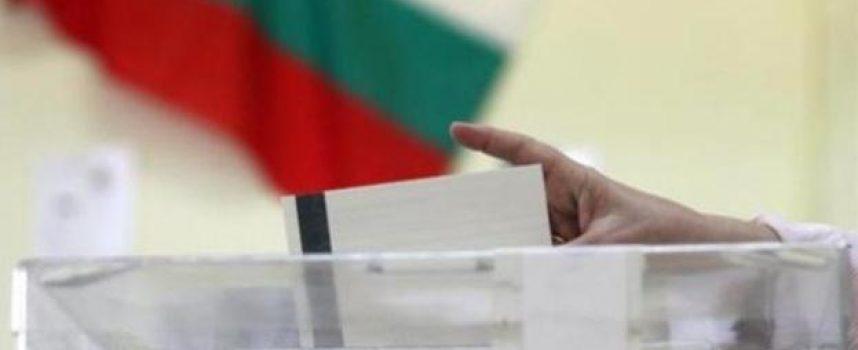 """""""Възраждане"""" първа регистрира листата си в нашата област, партии миньони с кратки листи, вижте ги"""