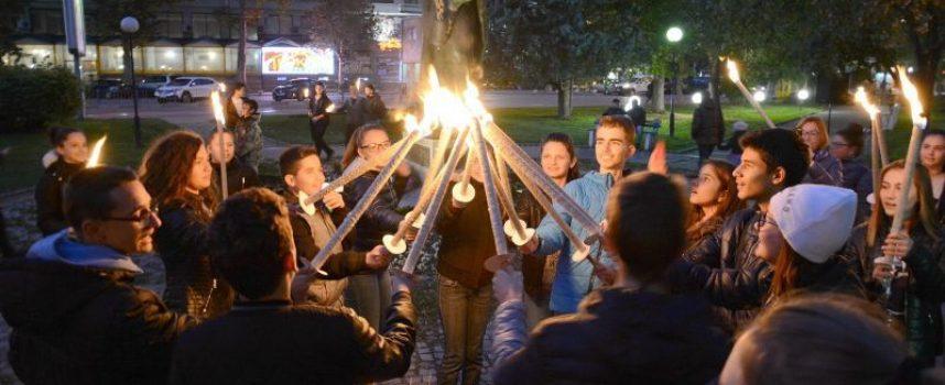 За поредна година Пазарджик отдава почит на Будителите с факелно шествие