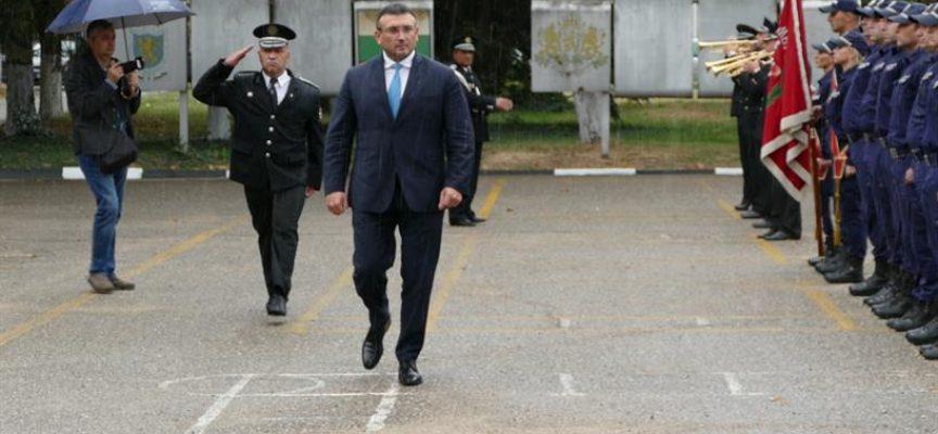 """Министър Маринов присъства на клетвата на стажантите в """"Полицейското"""""""