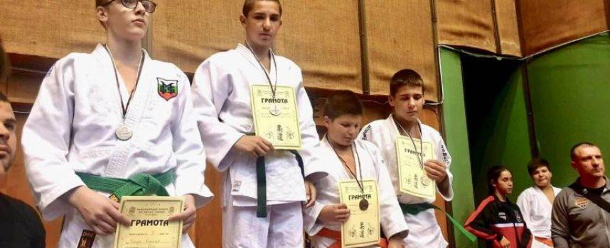 """Злато и сребро за джудистите от СК """"Кодокан"""" и Спортното училище"""