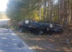 Кола се обърна по таван на пътя Калугерово – Лесичово