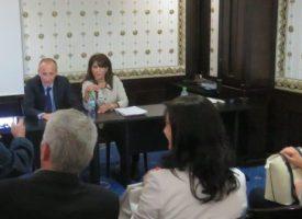 След конферентен разговор с министър Вълчев, Валя Кайтазова казва за училищата