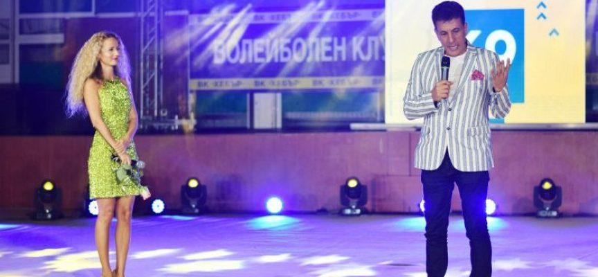 """С думите """"Трябва не само да спечелим, а убедително да спечелим"""" Тодор Попов взриви хилядите в зала """"В. Левски"""""""