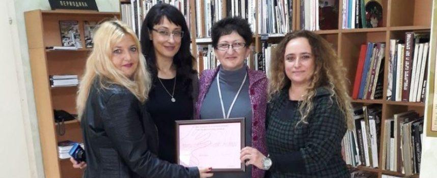 """Потребители на Онкоцентъра посетиха Регионална библиотека """"Н.Фурнаджиев"""""""